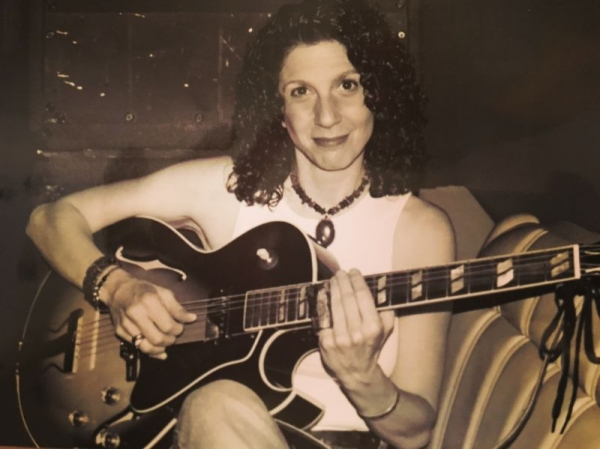 Playing one of my fave Gibson ES-175 Steve Howe model