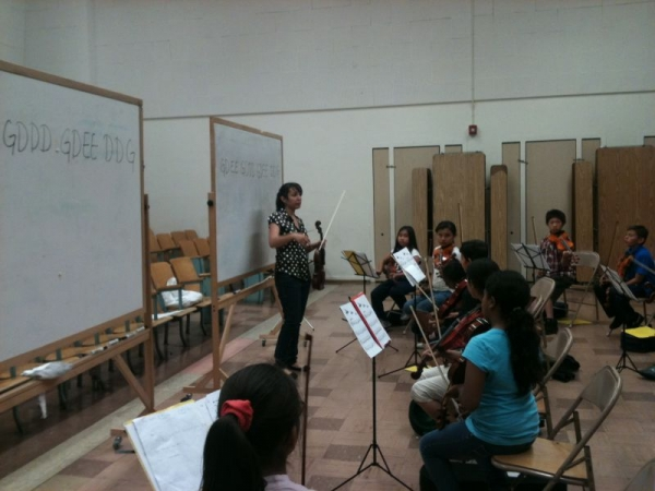 Teaching Beginning Violin Class. 40+ students! FUN!