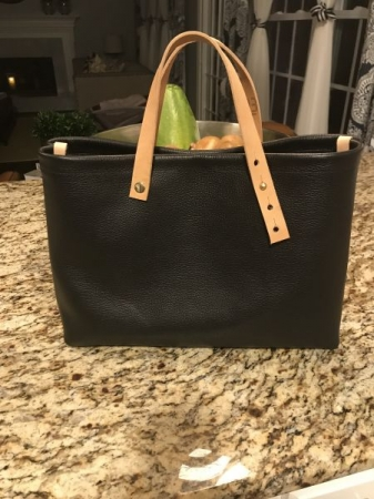 Leather tote with adjustable straps