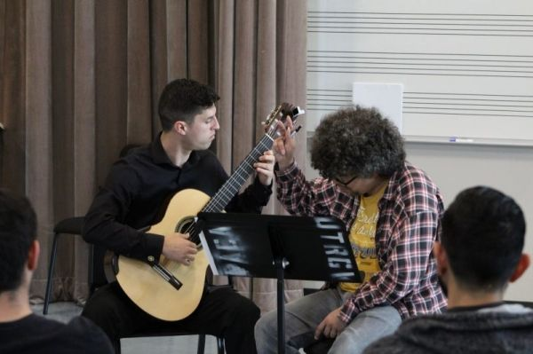 Performed for Judicael Perroy in a masterclass at 'Dia de la Guitarra' guitar festival.