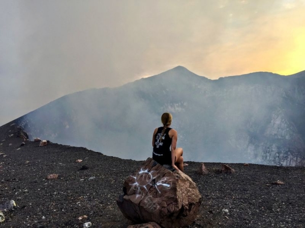 Looking into the crater of Telica volcano in Nicaragua!