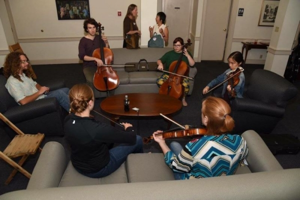 Learning Irish fiddling at the Global Musician Workshop