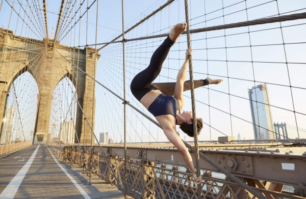 Pole skills on the Brooklyn Bridge