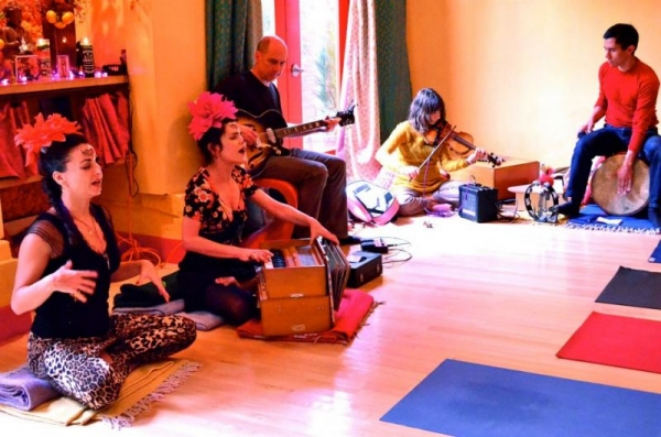 I perform music for the Holistic Community.  I am playing violin at Laughing Lotus in SF with Yoga Teacher Jasmine Tarkeshi.