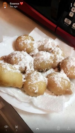 Delicious fried oreos. Who said you have to go to the fair to get them? Learn how to make this easy and delicious recipe!