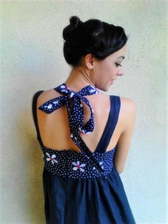 I love details! This dress has a bow tie in the back.
