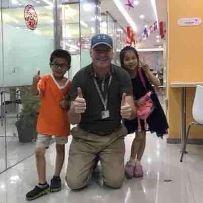 Teaching beginners on location learning center China