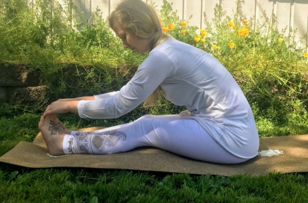 Forehead to knee pose, great for constipation, low back pain and toning the kidneys!