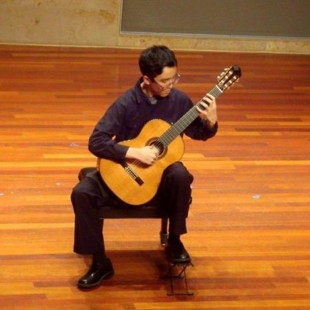 Kojiro Yuan Guitar Performance Photo