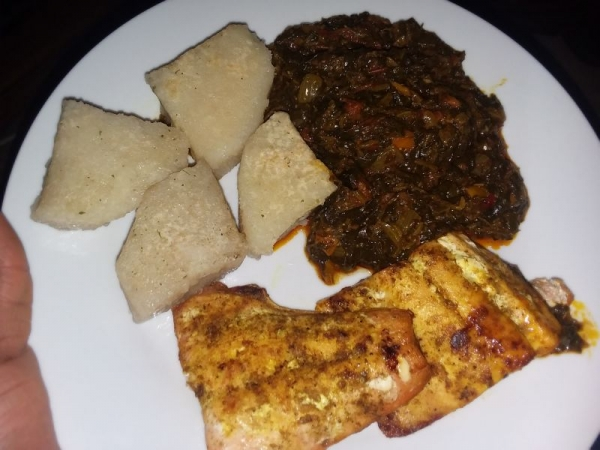 yam with spinach sauce and grilled salmon