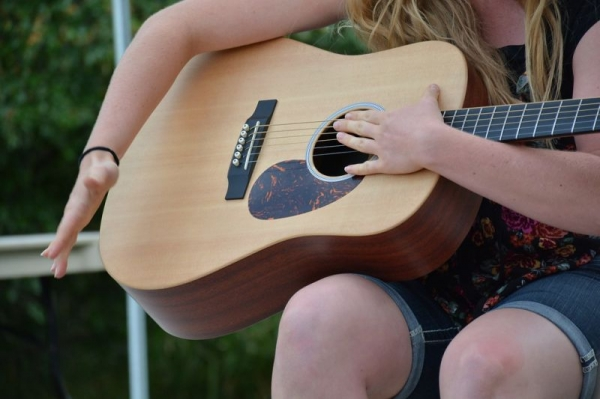 The percussive side of fingerstyle