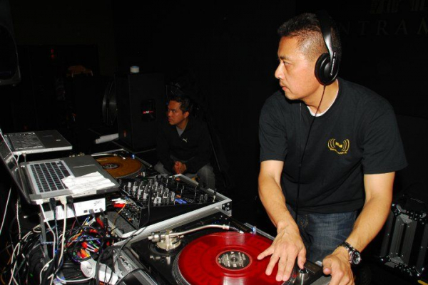 taken during a gig using turntable setup with Serato
