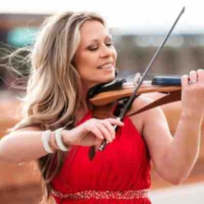Carrie Caruso with the electric violin by Yamaha