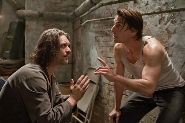 Miraj Grbic and Tom Cruise in Mission Impossible Ghost Protocol