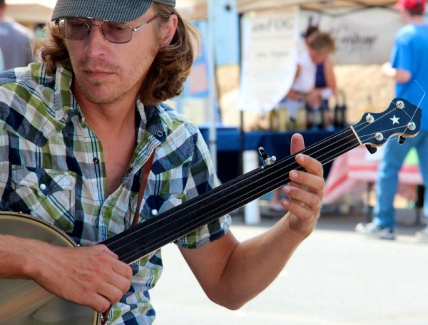 Playing fretless banjo in the clawhammer style at Harrisonburg Farmer's Market, circa 2010.