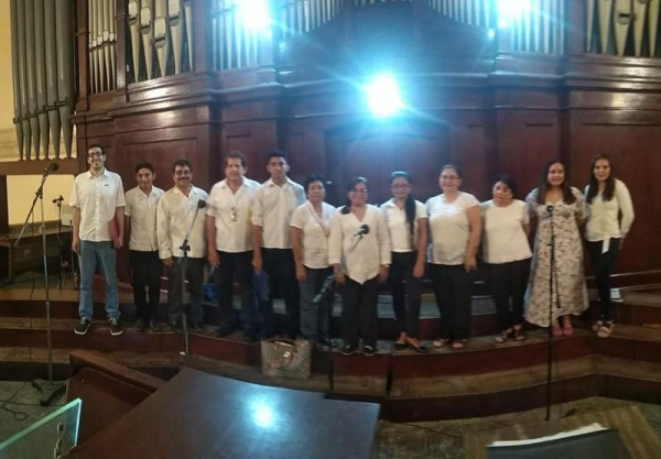 During a trip to Mexico, I took the opportunity to sing with a choir there!