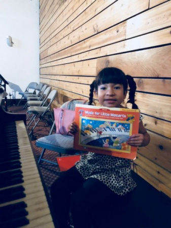 Four year old student in her piano lesson.