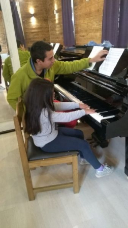Teaching music to a Chilean youth