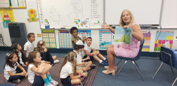 Reading Spanish books to 2nd graders!