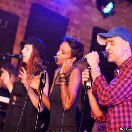 That's me in the middle singing harmonies at a tribute to Peter Gabriel at Molly Malone's in LA! Fun show!