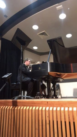 Here I had the joy to play a fun and lively piano duet.