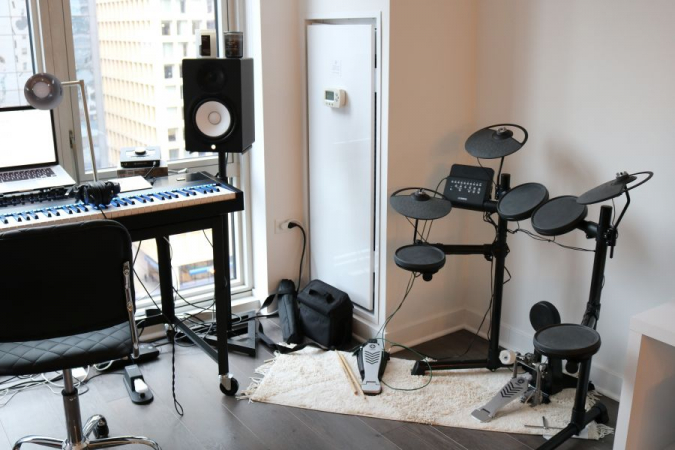 I teach drum lessons using my Yamaha DTX 430 Electronic Drum Kit!