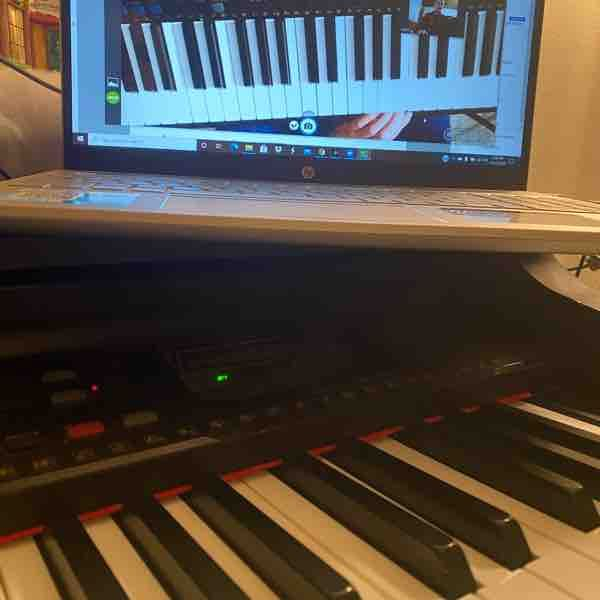 During our lessons, you'll be able to see my piano screen and hand positioning as well!