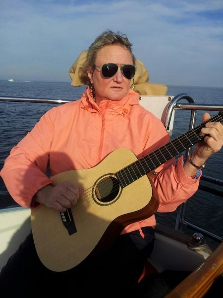 Sailing just goes so well with guitar!