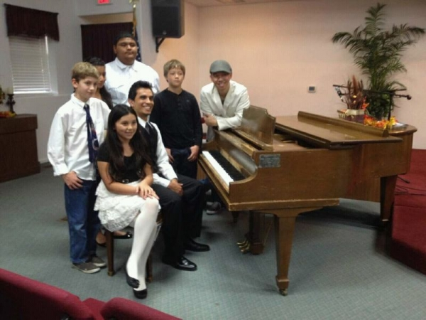 Nine students (piano, guitar, singing, and American Sign Language) participated and 19 songs or pieces were performed in LnCM Recital 2013!!