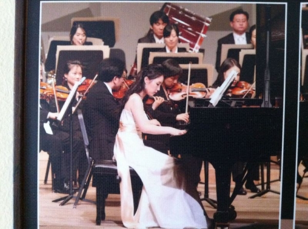 Performing with Prime Philharmonic Orchestra  May 21, 2008 Seoul Art Center