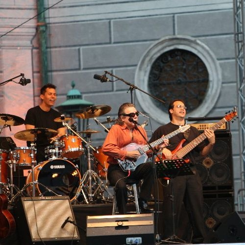 Performing with Jose Feliciano 2009