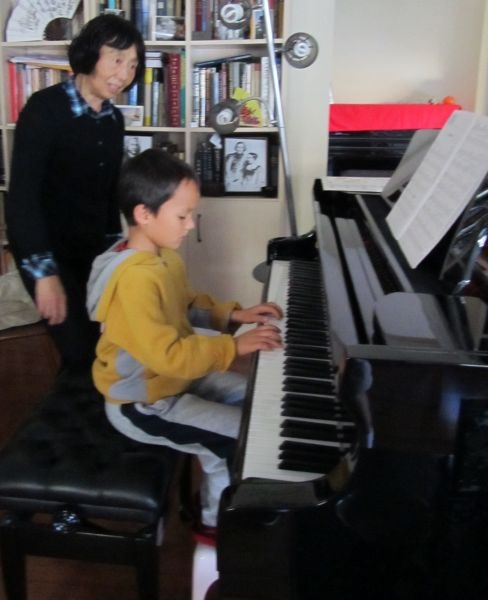 Daniel Jones studied the piano with Xiaole L. for three years. He earned the CODA Certificates level 2 and 3.