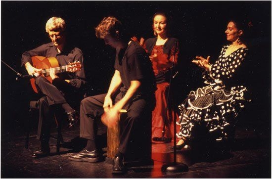 Tocando un poquito del flamenco con Carmona Flamenco.  Playing a little flamenco with Carmona Flamenco.