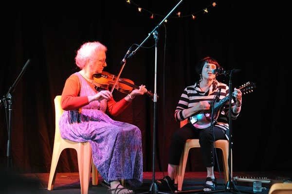Cindy with Eileen Kozloff at the Cygnet Folk Festival, Tasmania, January 2012