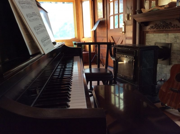 My studio from another another angle - This is a great location to focus on music and learn - there are truly no noise restrictions!