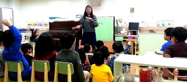 music theory lesson and teaching piano at kindergarten