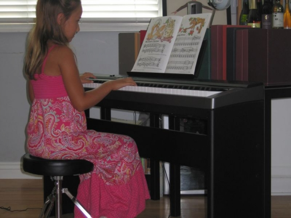 Congratulations Mona on your first recital. Great job!!!