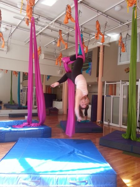 Aerial Silks Knee hang