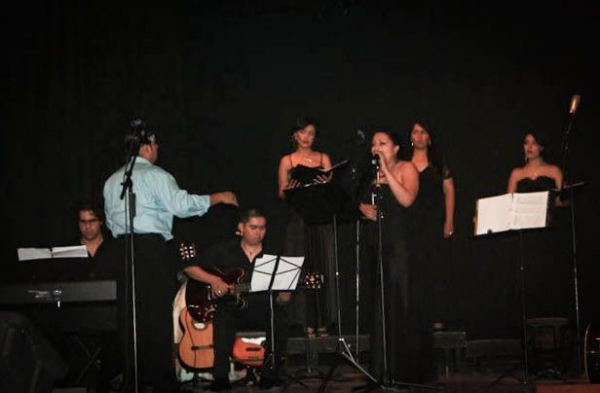 "Homenatge Concert - August 2010 - Esencia de Cristo Choir (Singing ""Don't Cry for me Argentina"")"