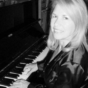 Dee performs on piano/vocals  at resorts, restaurants, and private parties.