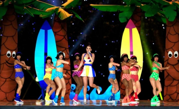 Dancing with Katy Perry at Super Bowl halftime show 2015