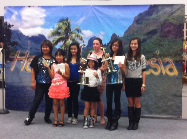 "Students Ariana and Sophia ""Heart of Polynesia"" contest winners 2013"