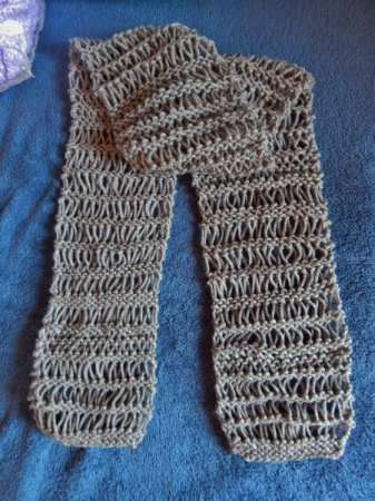Dropped stitch (Knit) Scarf. Cast on, Knit, Purl, Drop stitch, Bind off.