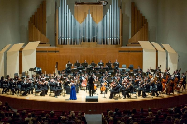 The SUNY Fredonia Symphony Orchestra performing with world-renowned violinist Rachel Lee