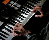 Learn How to Play Piano with Both Hands