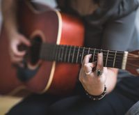Guitar for Beginners: Understanding Chord Progressions in Songs
