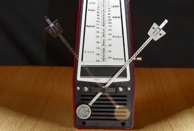 65RK7KDNGQZG4QNZGG23_Music-Production-Clock-Metronome-Work-Table-Music-1502798