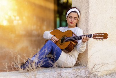 8P4ZHMW39HNLW27C85F9_Music-Girl-Spanish-Guitar-Guitar-Instrument-1488518